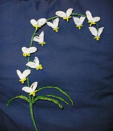 "Этот цветок взят из книги  ""French Beaded Flowers "" автора Dalene Kelly.  (Здесь ее сайт.  Автор Elena Kolchevskaya."