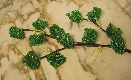листья из бисера