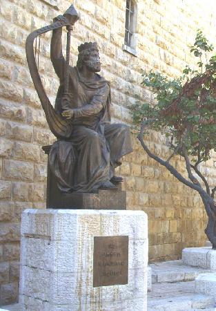 Бронзовый памятник царю Давиду