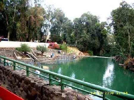 Зеленые воды реки Иордан