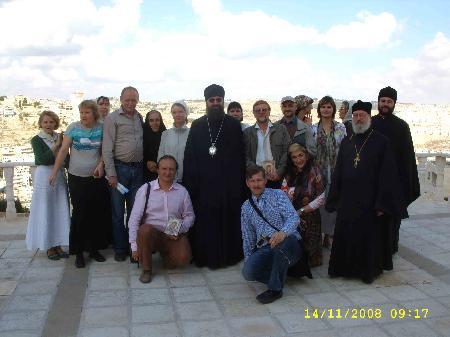 Фото у гостиницы в Палестине