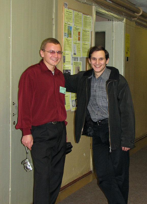 У стенда: А. Кулебякин и С. Кузнецов (ИОФРАН)